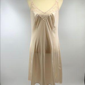 MAIDENFORM Vintage Cream Lace Bust Dress Slip